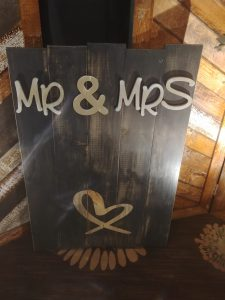 Signage Mr and Mrs with Heart